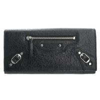 シックでレトロなデザインが人気の財布!サイドのチェーンデザインなどもおしゃれで◎もちろん、機能性も高...