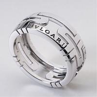 指をキレイに見せてくれるリングです^^1884年、ローマでの宝飾店の創業に端を発したブルガリの歴史で...