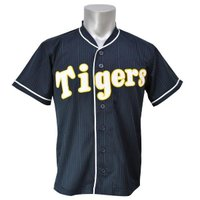 阪神タイガースのユニフォーム。 過去のデザインを復刻したモデルとなります。 球団の歴史を感じる復刻シ...