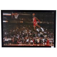 今なお世界中のファンから愛されるバスケットボールの神様、マイケル・ジョーダン氏のポスターフレーム。 ...
