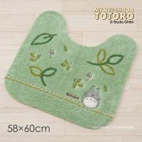 人気ジブリキャラクター、となりのトトロの可愛いトイレマットです。  森を吹き抜ける風に、葉っぱとマッ...