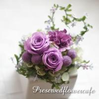 枯れないお花、プリザーブドフラワーを可愛くアレンジしました。(ケースの大きさ 横幅約9.5cm 奥行...