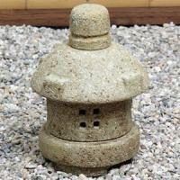 ◆送料無料◆お庭や玄関などに信楽焼灯籠を置かれると味わい深く、庭の表情を引き締めるポイントになります...