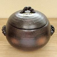 釜戸で炊いたようなふっくら美味しいご飯が炊けると評判の炊飯土鍋です。  サイズ:W21×D18×H1...
