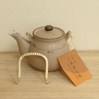 漢方を煎じたり、そのままお湯を沸かしたりすることのできる直火用の土瓶です。  サイズ:1000cc ...