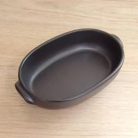 ブラックの磁器製オーバルグラタン(大)です。電子レンジやオーブンは勿論、直火までO.K..の重厚感あ...