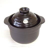 美濃焼の炊飯用の黒い土鍋です。遠赤外線効果でお米の芯までふっくら炊き上がります。  サイズ:サイズ:...