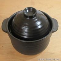美濃焼の炊飯用の黒い土鍋です。遠赤外線効果でお米の芯までふっくら炊き上がります。  サイズ:W22....