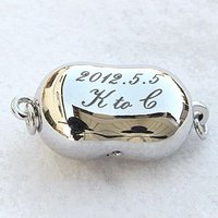 商品コード clasp-kokuin ネックレスのクラスプ(留め金具)に、記念日、イニシャル、などの...