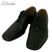 クラークスのビジネスシーンに活躍する、シューレースのスワールモカシン。履きやすさに定評あるクラークス...