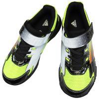 adidasのジュニア向けランニングシューズ。 サイドのアディダスラインに斬新なカラーリングがカッコ...