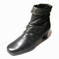 たいへん足あたりもよい履き心地がよく、柔らかい上質なレザーの素材使いとと折り返しがポイントです。ワイ...