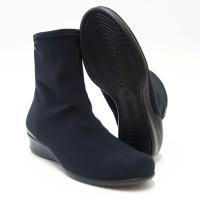 ストレッチ素材が足にやさしくフィットします。 ゴアテックス内蔵で防水仕様のショートブーツです。 【特...