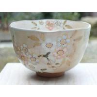 贈り物にピッタリです。京焼清水焼の俊山作 彩り桜抹茶碗です。  ◆当店の京焼清水焼はご自分用だけでな...