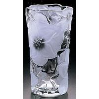表面に彫られた花びらが高級感を演出します。シンプルで、置く場所を選ばないオーソドックスな花瓶です☆☆
