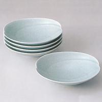 白山陶器の作品です。2つの円が重なったような緩やかな曲線が盛り付けた料理をさらに引き立ててくれます☆...