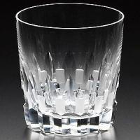 カガミクリスタルの作品です。当店人気NO.1至高のロックグラス持った時の重厚感とグラスを口に付けた時...