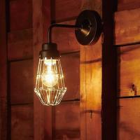 照明まわりのガードを三点のビスで留めることにより、よりシンプルなスタイルになった後藤照明の新商品。 ...
