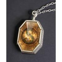 ハリー・ポッターと死の秘宝からの商品。  人の霊を分断し、その一部を隠し入れた物を分霊箱と呼び、ヴォ...