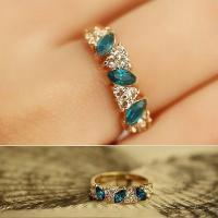 ライトブルーが綺麗なラインストーンのリングです!デザインも大人で上品なデザイン指輪ですね!  ◆11...