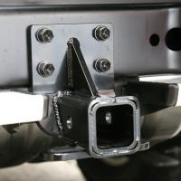 2インチ角のヒッチメンバー。フレームエンドのピントルフック取付け用の4つの穴部分に取付け。 デパーチ...