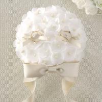 薄い花びらとパールををちりばめてブーケに見立てた可憐なブーケです。  キット内容:サテン生地、リボン...