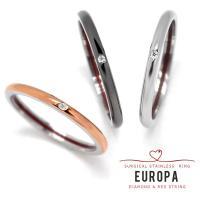 軽量なサージカルステンレス(316L)のリングに本物の赤い糸を内面に巻き、天然ダイヤモンドをトッピン...