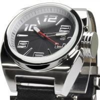 重厚感のあるケースと大振りなリューズがインパクト大のこの腕時計  文字盤がとても見やすく、赤い秒針が...