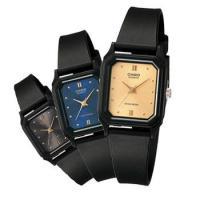 スタイリッシュな印象のスクエアフォルム、華奢なベルトの腕時計。 女性の手首になじむレディースウォッチ...