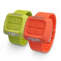 マイケル・ヤングがデザインした腕時計、Reverse。MY02では、ボタンを時計の表面に、ディスプレ...