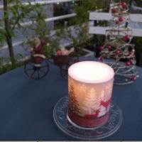 ペーパーナプキンで有名なIHR社の人気のクリスマス柄をキャンドルにしたクリスマスキャンドル。かわいく...