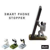 宇宙飛行士・シロクマ・パンダ・ペンギン… ユニークなキャラクターたちがあなたの大事なスマートフォンを...