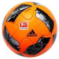 2016-2017シーズン、ドイツ・ブンデスリーガの公式試合球。視認性に優れた蛍光カラーを採用した荒...