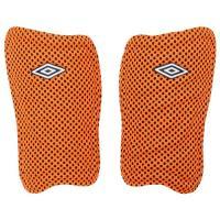 サッカーショップKAMOオリジナルカラー!通気性に優れた軽量モデルシンガード。軽量素材でプレーに最適...