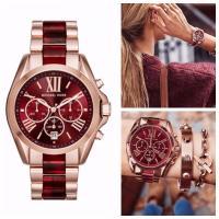 ワインレッドとローズゴールドのコンビが美しい人気の腕時計。 シンプルで上品なスタイルは服を選ばず合わ...
