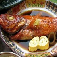 金目鯛は茨城県以南の太平洋側でとれますが、特に銚子沖の金目鯛は脂ものっていて最高!おおはし独自の調理...