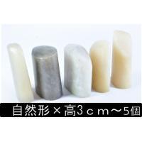 丹東石の自然形になります、色はクリーム色に透明が入った色彩になります。こちらは、基本形状は自然形で同...