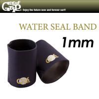ブーツ内への浸水を大幅に軽減する1mmスムースラバー素材のバンド!