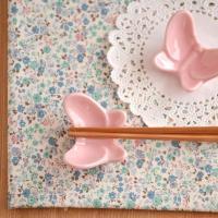 商品説明  ふんわり優しいパステルカラーの蝶蝶がかわいらしい箸置き。箸置きを使うと食卓がきちんとした...