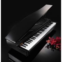 ミニチュア・グランド・ピアノのような高級感あるおしゃれな外観。弾き心地にこだわったミニ鍵盤で本格的な...