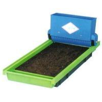 ●播種後の苗箱にご希望の厚さの覆土ができますので、作業効率が大幅にアップします。 容量3.8L