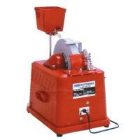ニューコトブキ電動式水砥機は従来の平型水砥機に対してタテ型を採用。 鎌のようなアール状の刃物でも楽に...