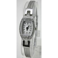 美しいダイヤモンドをフェイスに敷き詰め、クラシカルなデザインで、とてもエレガントなレディ・ハミルトン...