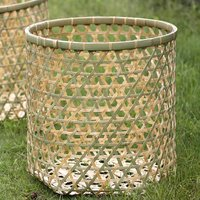 玉入れかご(上)は、編み目が小さく、作りがより丁寧に仕上げられたワンランク上の玉入れ籠です。運動会の...