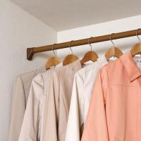 お部屋のインテリアに合う木調の伸縮棒です。ネジ・クギを使わずに壁にしっかりと固定できます。パイプ先端...
