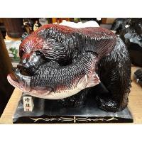 木彫りで彫られた熊です。 近年彫り師の減少により、貴重なおみやげになってきました。 「号」というのは...
