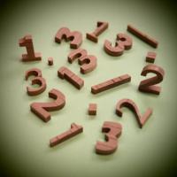 木製切文字数字 欅2cm木の文字