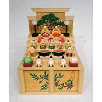奈良の一刀彫雛人形・段揃雛(小)は、奈良の伝統工芸品である一刀彫で作られた雛人形です。  奈良の一刀...
