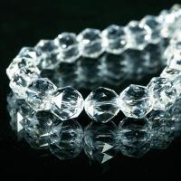 輝きが違う、ダイヤカット天然水晶  手にとって分かる輝きの違い。  水晶を使ったブレスレットは多々あ...