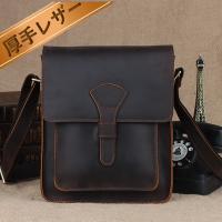 厳選された天然の厚手レザー素材と職人の技で仕上げ、バッグはカジュアルでも上品さを演出!!自立可能デザ...